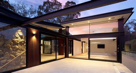 House in Stone, Glass and Steel Overlooking the Yarra River