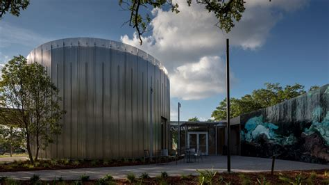 The New Orleans Museum of Art flaunts its waterside