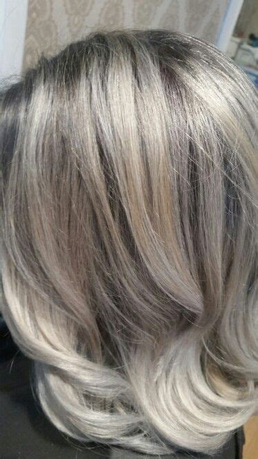 Femme 50 ans - Naturally White Silver Grey Hair : Cheveux